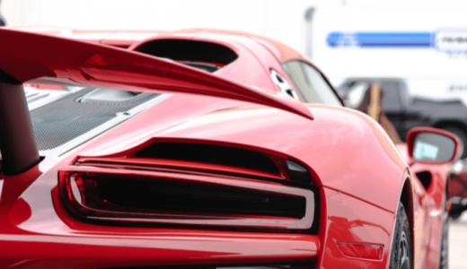自動車の所有者が納める自動車税。前年度よりも高くなることがある